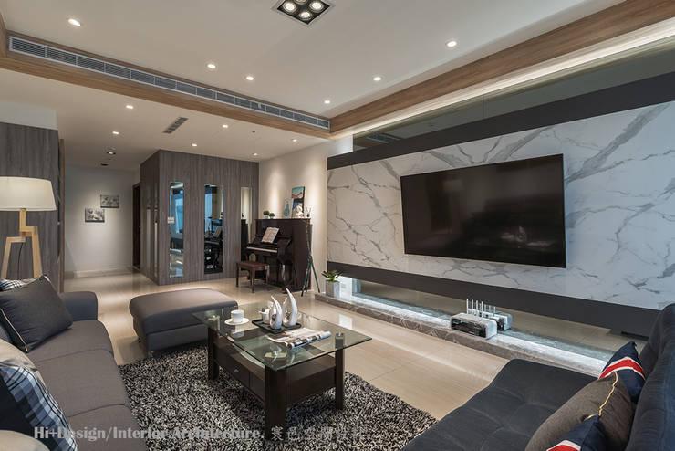 客廳玄關區:  客廳 by Hi+Design/Interior.Architecture. 寰邑空間設計