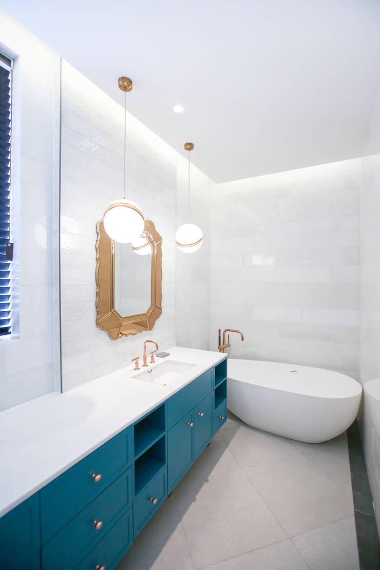 모던한 욕실장, 그리고 욕조: 다빈710의  욕실,클래식