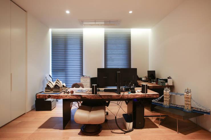 서재, 취미공간, 나만의 아지트: 다빈710의  서재 & 사무실,모던