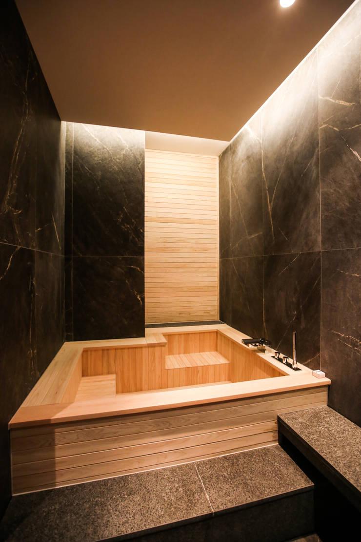 가족탕, 편백나무 욕조: 다빈710의  욕실,북유럽 우드 우드 그레인