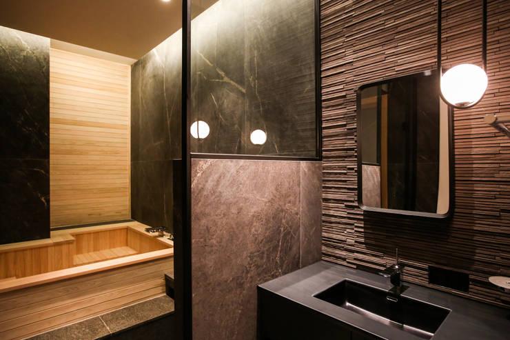 서재 옆 욕실공간, 가족 욕실: 다빈710의  욕실,모던 타일