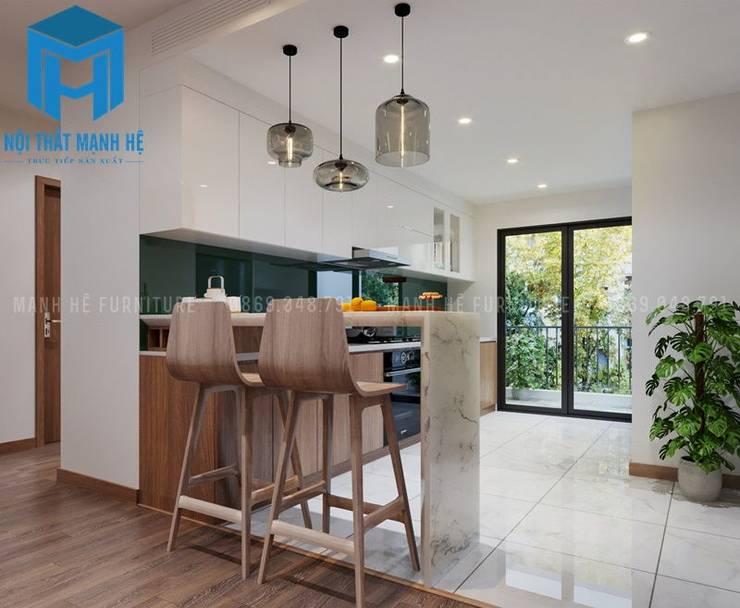 Quầy bar nhỏ được đặt đối diện với ban công của căn phòng:  Phòng ăn by Công ty TNHH Nội Thất Mạnh Hệ