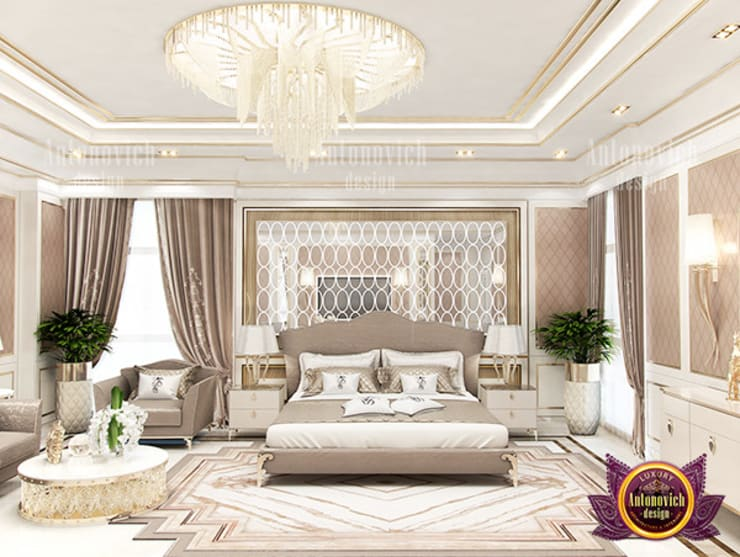 Posh Lady Bedroom:   by Luxury Antonovich Design
