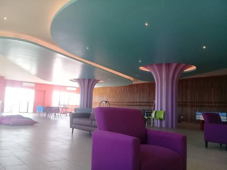Ecoles modernes par SG Huerta Arquitecto Cancun Moderne Bois Effet bois
