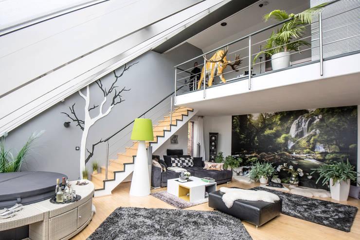 Ruang Keluarga oleh FARBCOMPANY, Eklektik