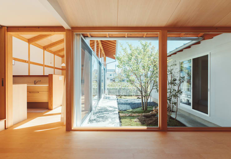 Ventanas de estilo  por 稲山貴則 建築設計事務所