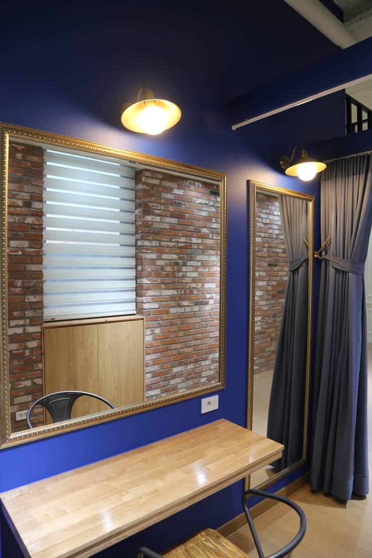 K studio: 규빗디자인웍스의  서재 & 사무실