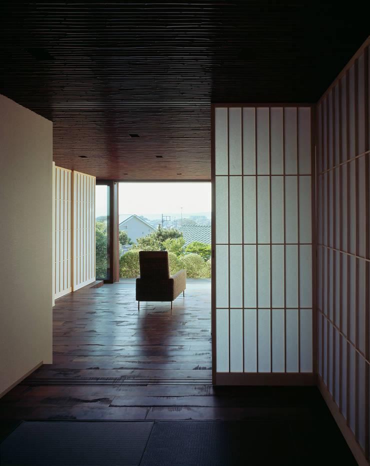 Anexos de estilo  por 松岡淳建築設計事務所, Asiático