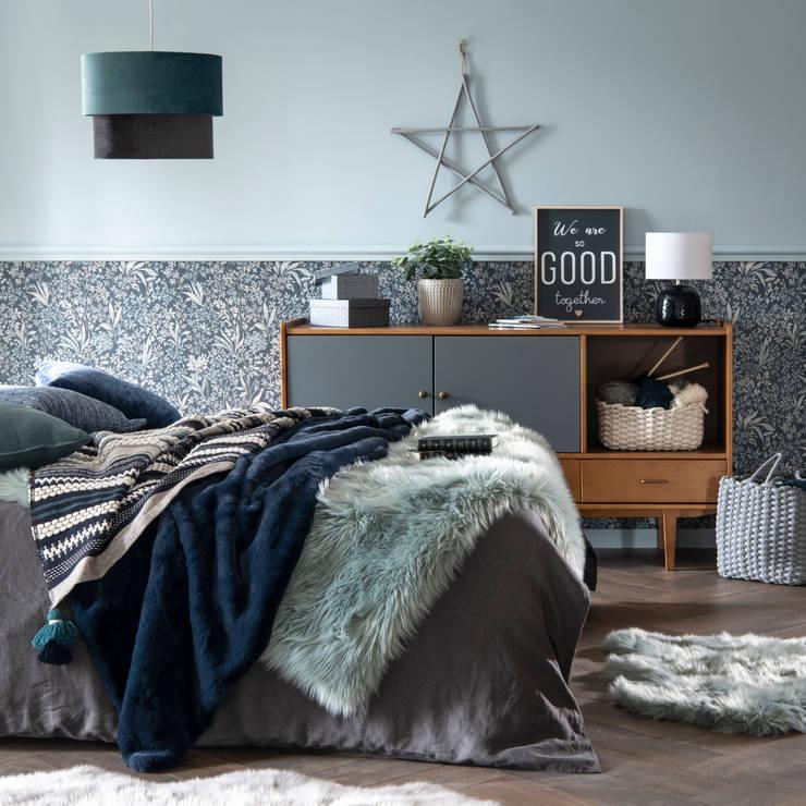 Cosy Blue: ¡el azul te ablandará el corazón!: Dormitorios de estilo  de MAISONS DU MONDE