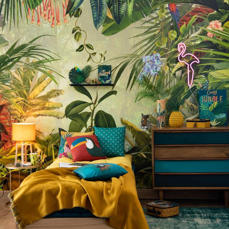 Deep Velvet: terciopelo en su hábitat natural: Dormitorios de estilo  de MAISONS DU MONDE