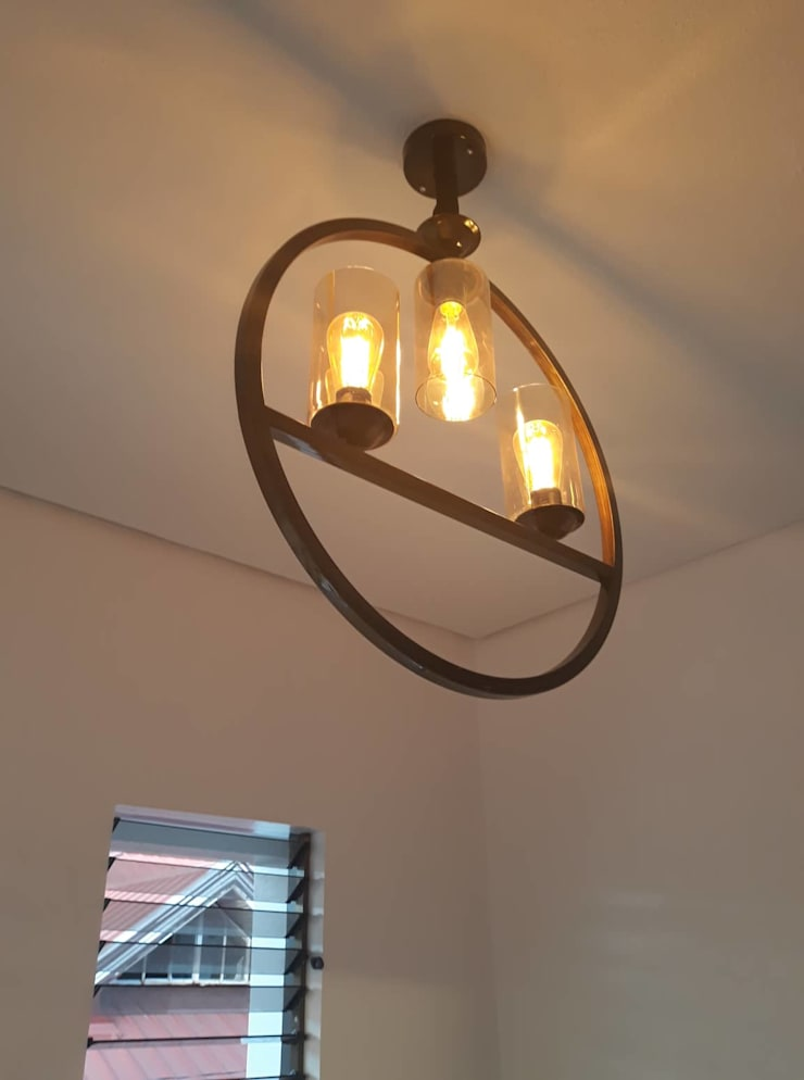 AURORA HOUSE:  Living room by ezpaze design+build