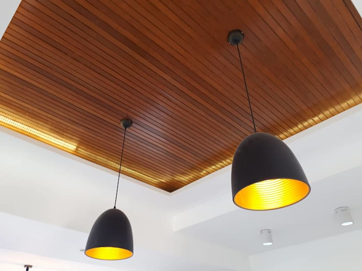 AURORA HOUSE:  Dining room by ezpaze design+build