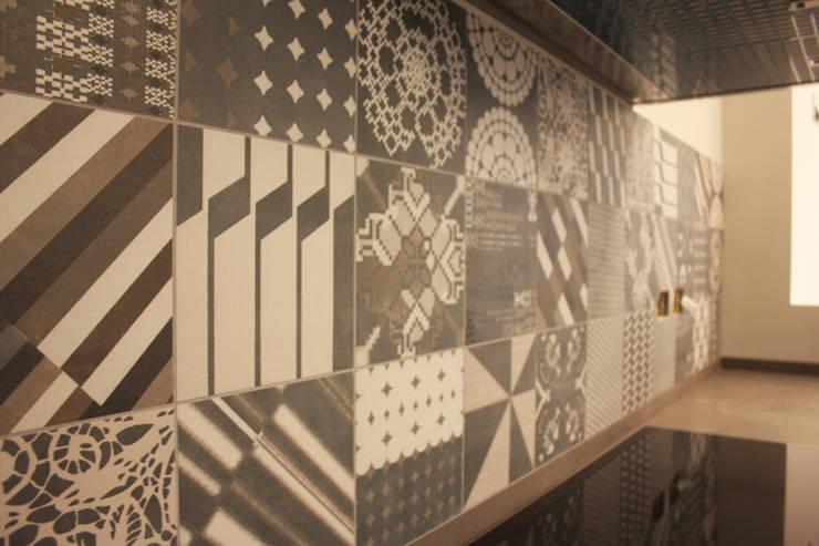 Work in progress: Ingresso & Corridoio in stile  di Flavia Benigni Architetto