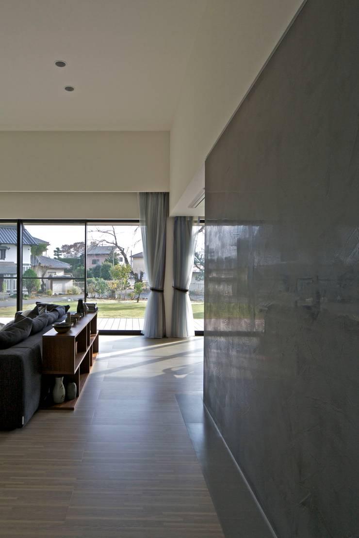 Phòng khách theo JWA,Jun Watanabe & Associates, Hiện đại Đá hoa