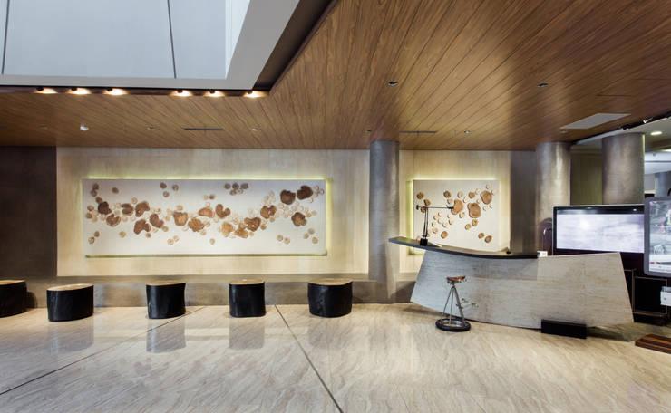 Resepsionis:  Kantor & toko by Bobos Design