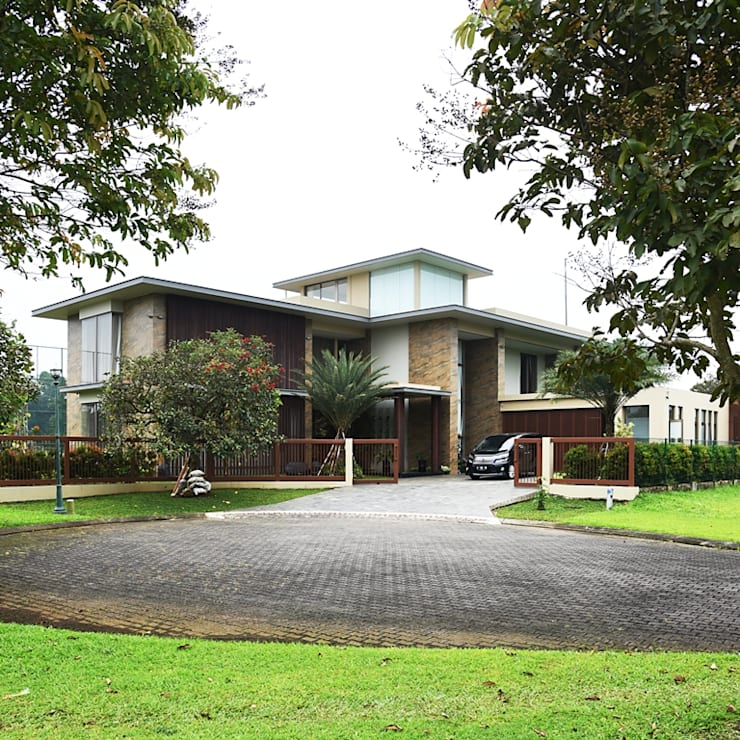 Fasad Rumah :  Rumah tinggal  by Bobos Design