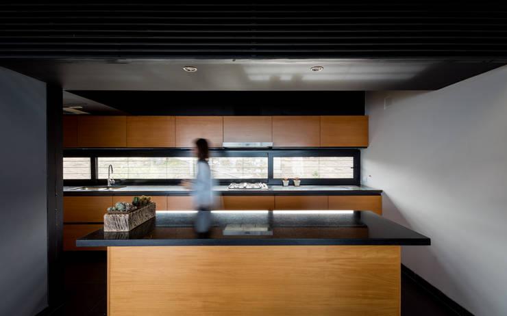 Casa en Los Molinos: Cocinas de estilo  por TECTUM,