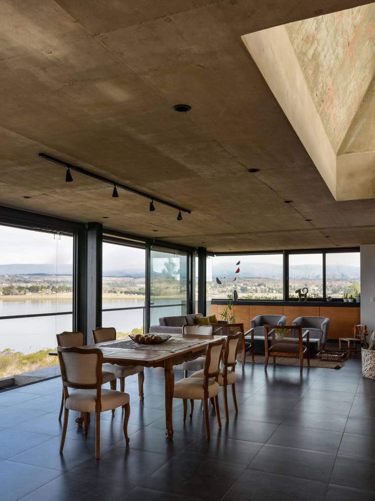 Casa en Los Molinos: Livings de estilo  por TECTUM,