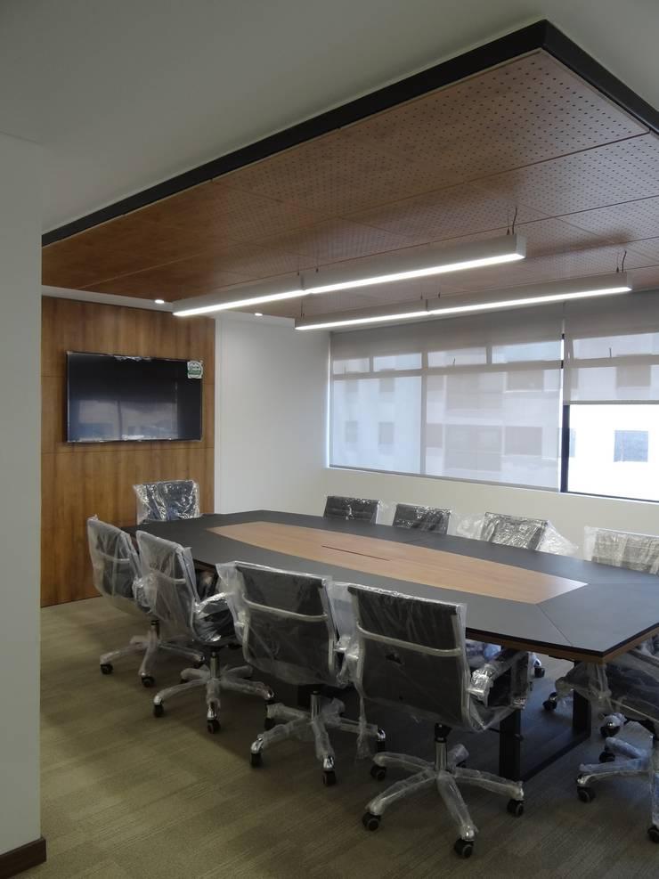 OFICINA ABOGADOS: Salas multimedia de estilo  por Studio17