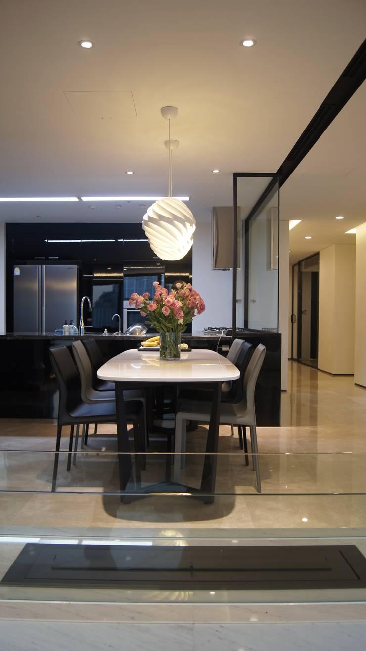 삼성동 K씨 하우스: designforn의  다이닝 룸