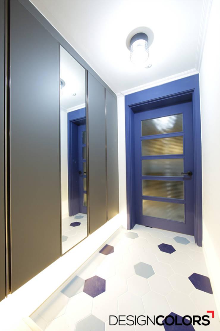 은평구 구산동 구산브라운스톤 아파트인테리어 34평: DESIGNCOLORS의  복도 & 현관