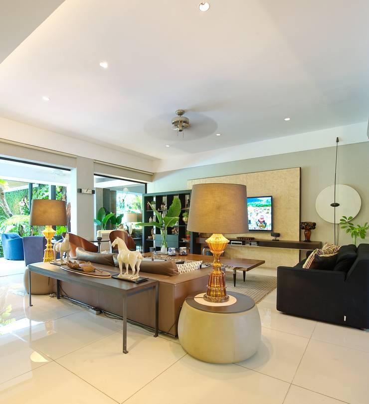 Residence - Bobos :  Ruang Keluarga by Bobos Design