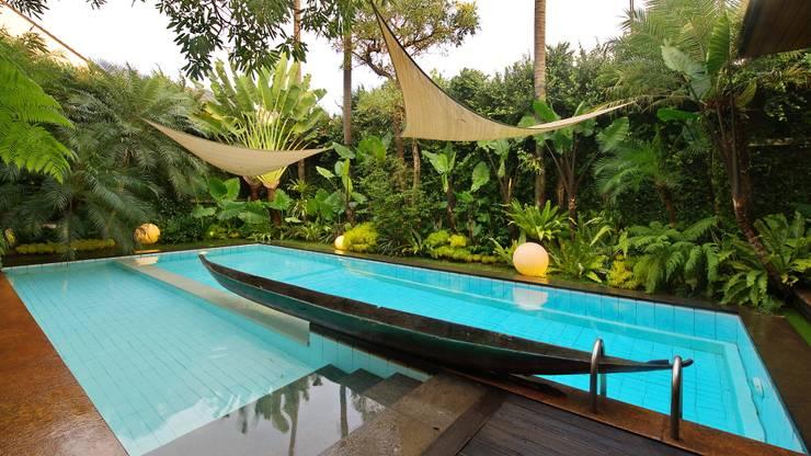 Residence – Bobos :  Kolam Renang by Bobos Design