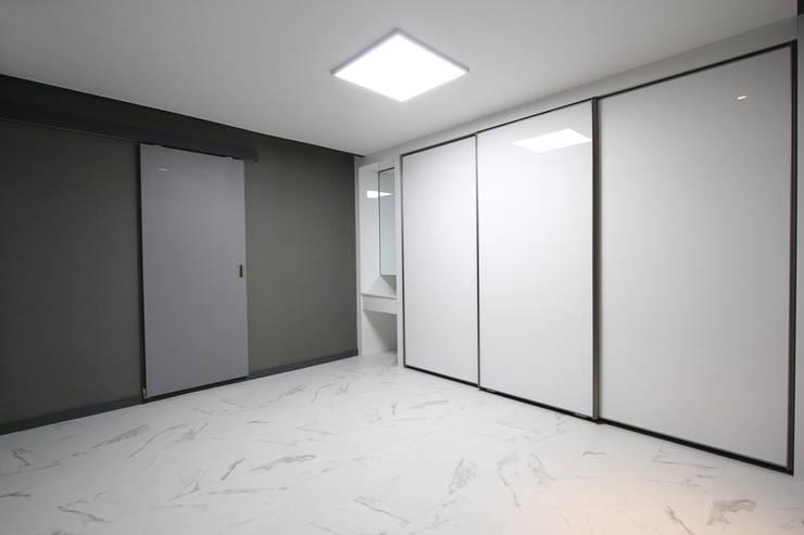 부천시 성은빌라: 한 인테리어 디자인의  방