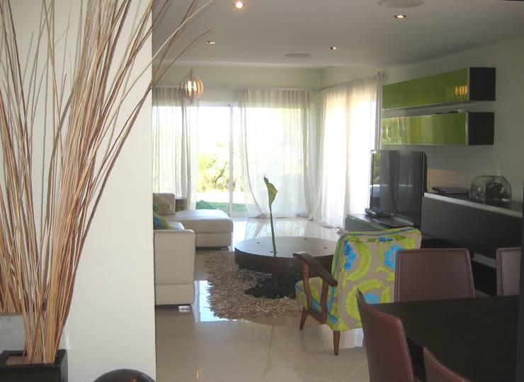 Apartamento Galé 1: Salas de jantar  por Atelier  Ana Leonor Rocha