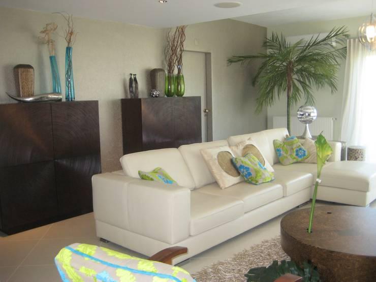 Apartamento Galé 1: Salas de estar  por Atelier  Ana Leonor Rocha