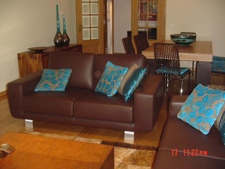 Apartamento Galé 3: Salas de estar  por Atelier  Ana Leonor Rocha