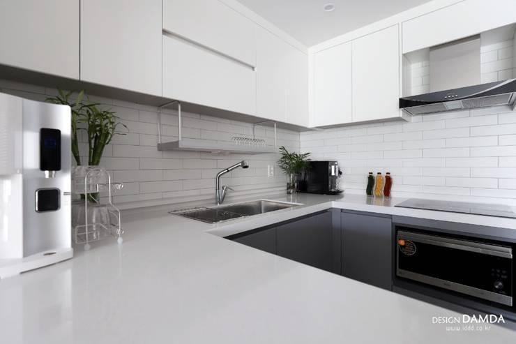 Kitchen by 디자인담다