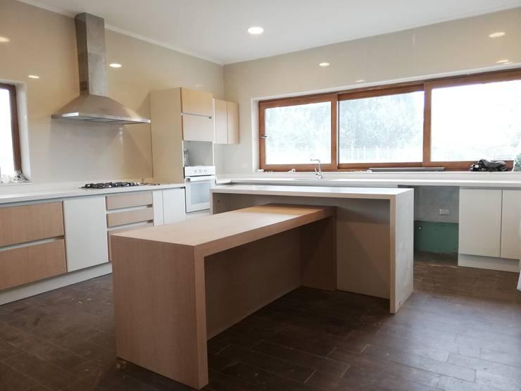 : Muebles de cocinas de estilo  por Quo Design