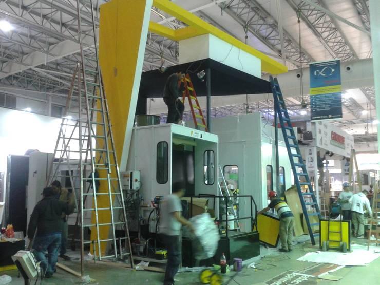Proceso de montaje:  de estilo  por Faerman Stands y Asoc S.R.L. - Arquitectos - Rosario,