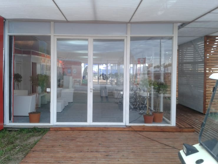 Imagen del ingreso principal:  de estilo  por Faerman Stands y Asoc S.R.L. - Arquitectos - Rosario,