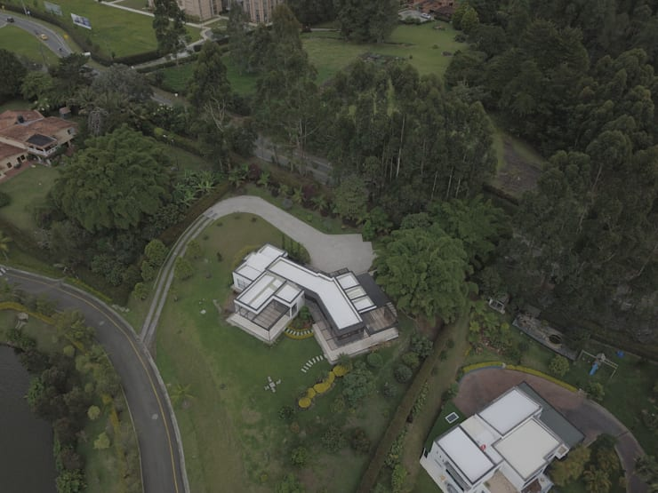 CASA PILOTO. Vivienda unifamiliar campestre.: Casas campestres de estilo  por Andrés Hincapíe Arquitectos  A H A, Moderno Pizarra