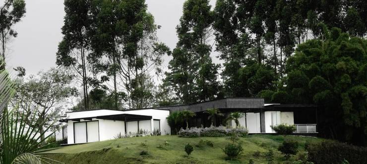 by Andrés Hincapíe Arquitectos A H A Modern Slate