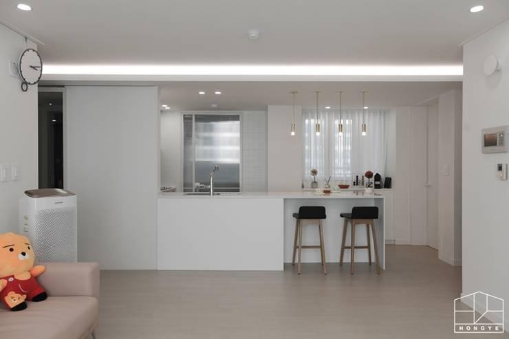 Projekty,  Kuchnia zaprojektowane przez 홍예디자인