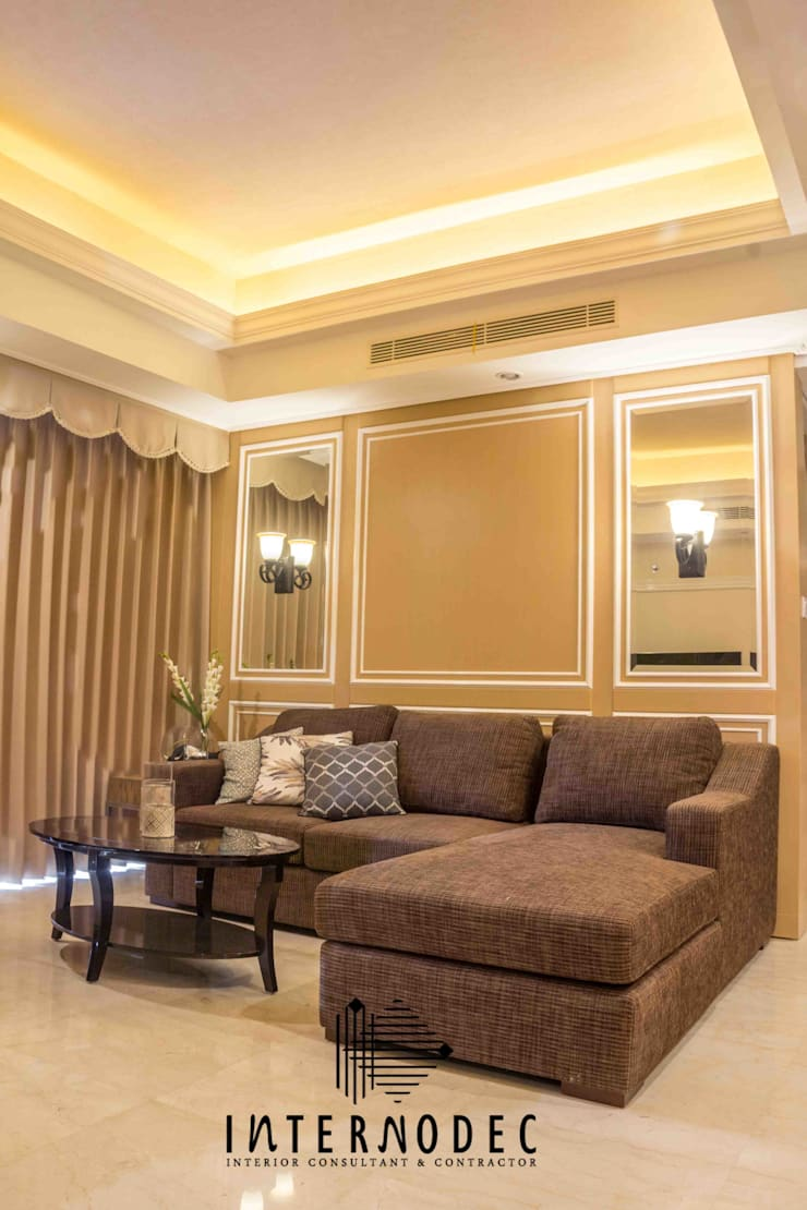 Ruang Tamu / Keluarga:  Ruang Keluarga by Internodec