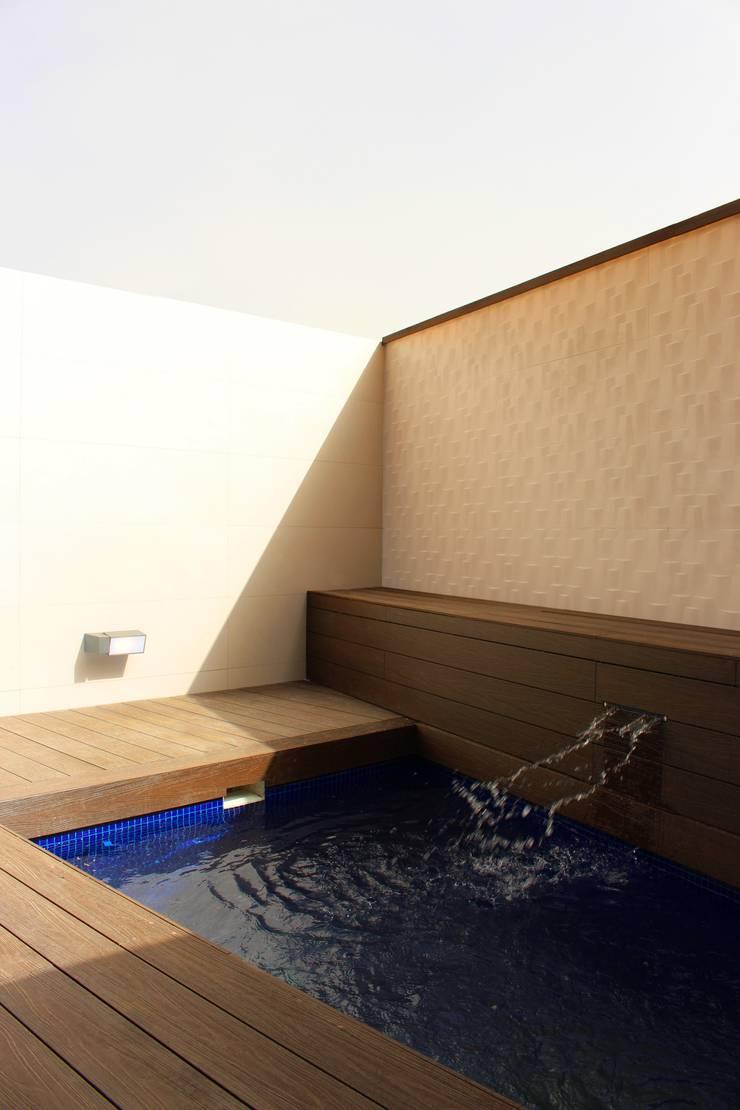 Patio trasero reformado: Terrazas de estilo  de Keinzo Interiores