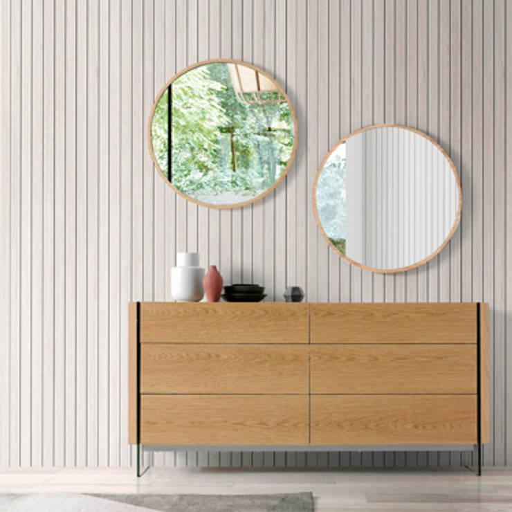 Aparador y espejos de roble de la nueva colección de Angel Cerdá: Comedor de estilo  de ANGEL CERDA