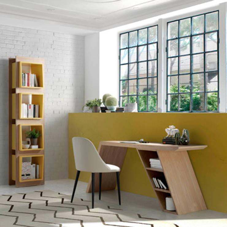 Oficina/Despacho de diseño con muebles fabricados en roble de Angel Cerdá : Oficinas y tiendas de estilo  de ANGEL CERDA