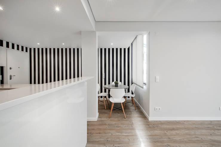 Comedores de estilo  por ARQ1to1 - Arquitectura, Interiores e Decoração, Moderno