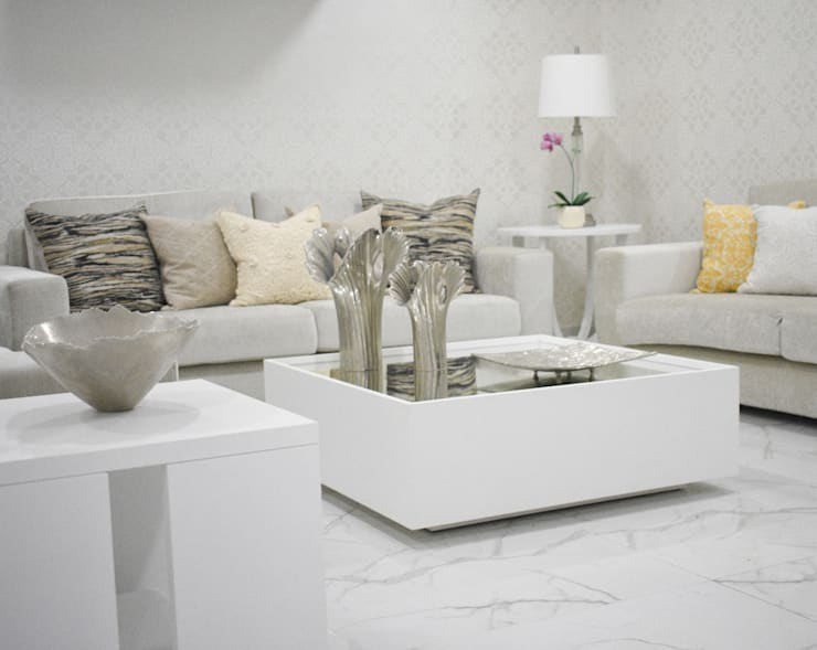 Living room by Monica Saravia,