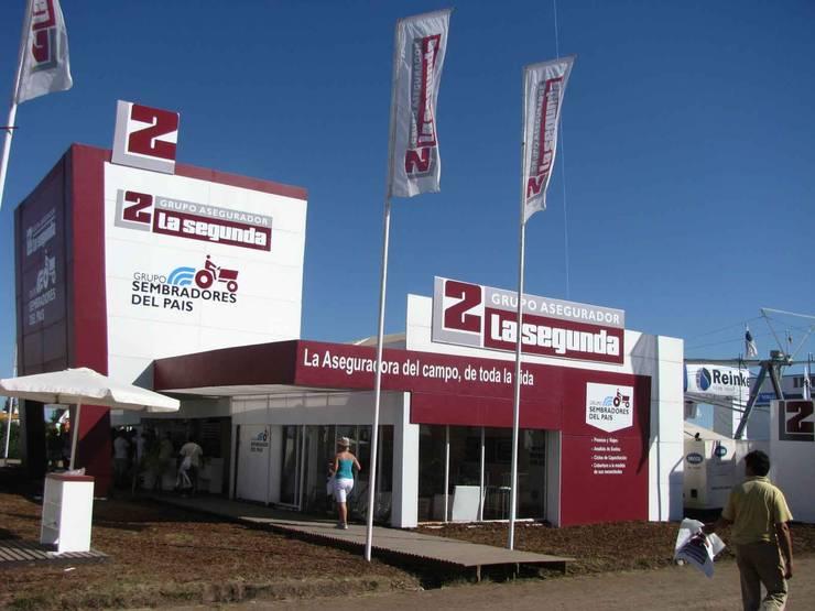 Diseño de stands para eventos de campo: Centros de exposiciones de estilo  por Faerman Stands y Asoc S.R.L. - Arquitectos - Rosario