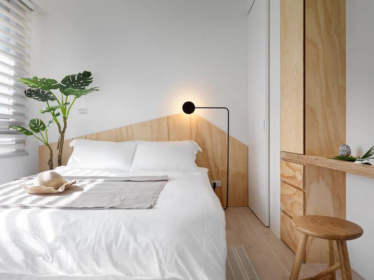 森木木:  臥室 by 寓子設計