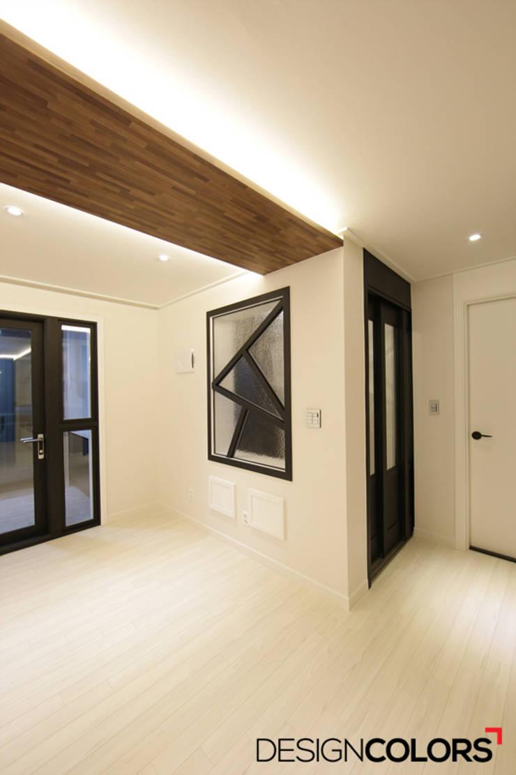 구로구 신도림동 e편한세상 아파트 인테리어 34평: DESIGNCOLORS의  복도 & 현관,
