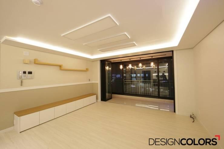 구로구 신도림동 e편한세상 아파트 인테리어 34평: DESIGNCOLORS의  거실,