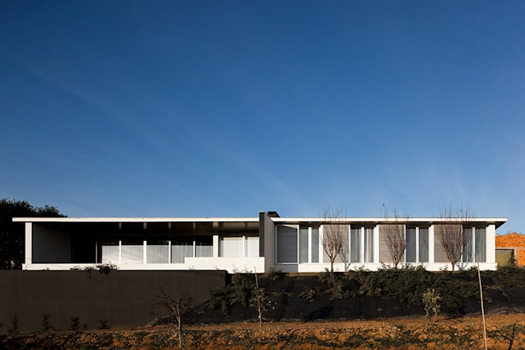 Single family home by A2+ ARQUITECTOS