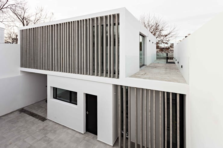 Single family home by SMF Arquitectos  /  Juan Martín Flores, Enrique Speroni, Gabriel Martinez